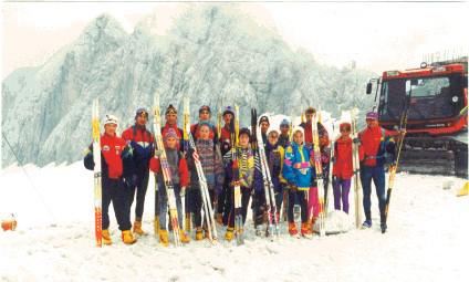 Schneelehrgang am Dachstein mit Nachwuchssportlern aus dem Fichtelgebirge (Trainer Edgar Eckert rechts im Bild)